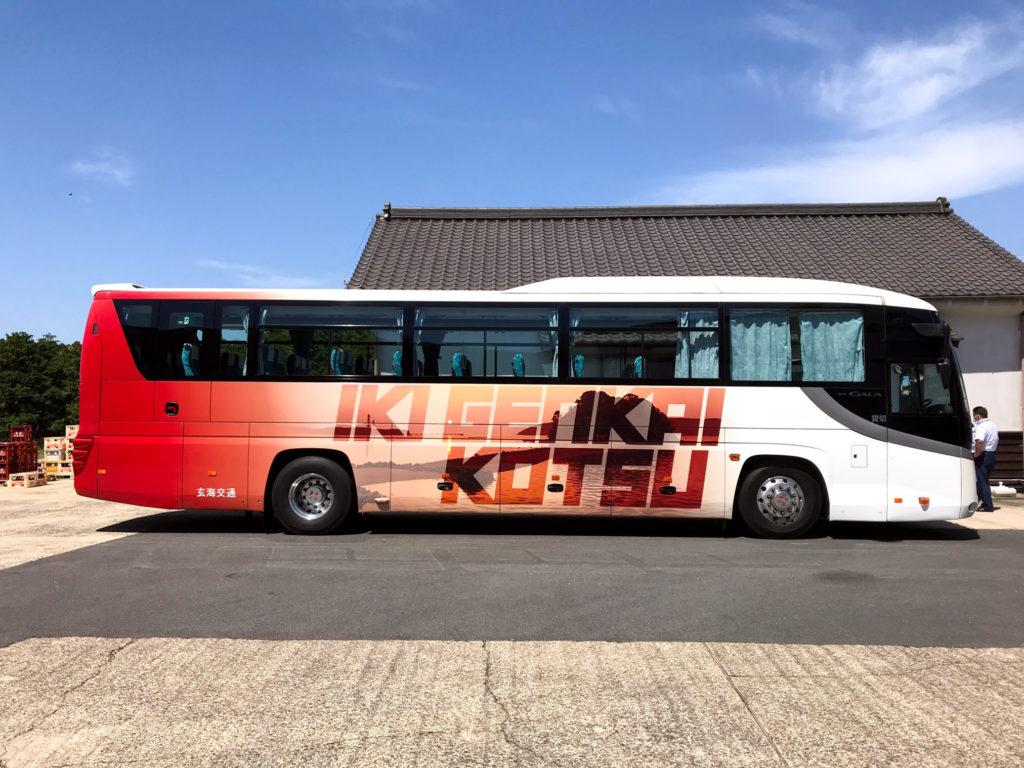 玄海交通ラッピングバス デザイン:大沢くにお